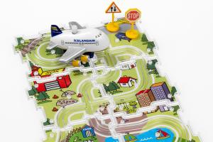 Icelandair fun plane and puzzle set