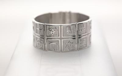 Embracing Faith bracelet silver